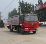 解放J6小三轴油罐车
