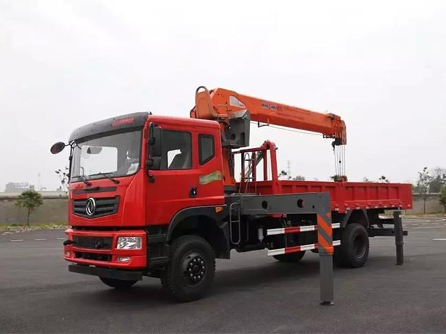东风D701(可装3.2~8吨吊机)随车吊带自卸