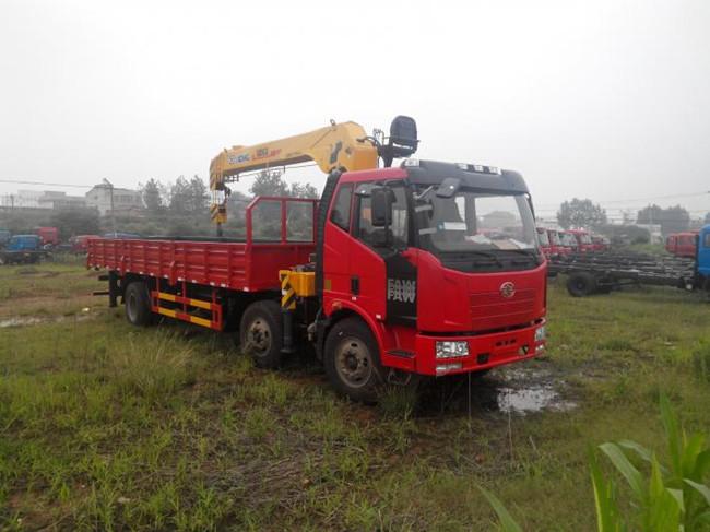 解放前四后四(可装6.3~12吨吊机)随车随车起重运输车