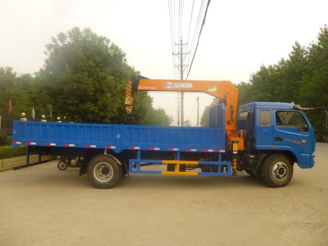 跃进(可装2~6.3吨)随车起重运输车
