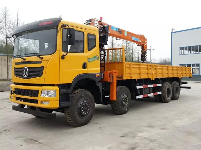 东风D701前四后八(可装6.3~16吨吊机)随车起重运输车
