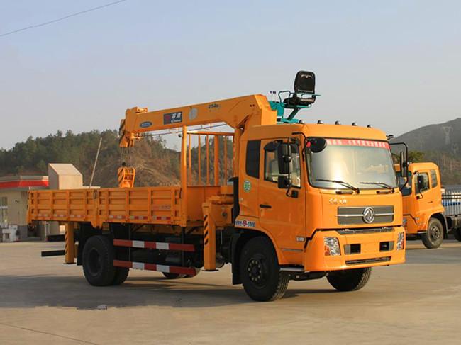 东风天锦(可装3.2~8吨吊机)随车起重运输车